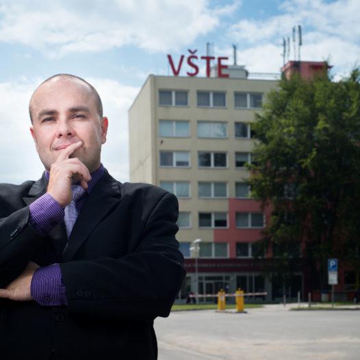 Rektorem VŠTE bude další čtyři roky Marek Vochozka