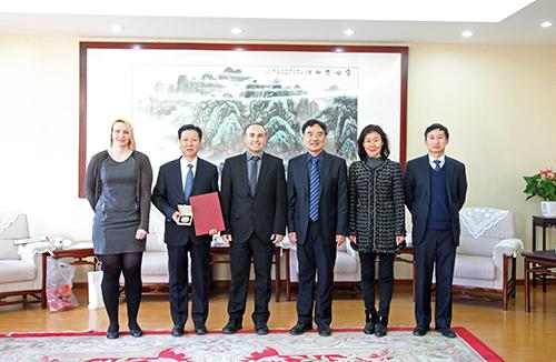 Udělili jsme čestný doktorát prof. Liu Yongxiang