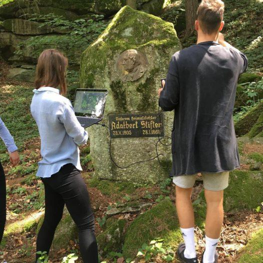Studenti VŠTE vytvářejí kopii Stifterova obelisku pomocí 3D technologií. Ze zmenšenin by mohla být památka pro turisty