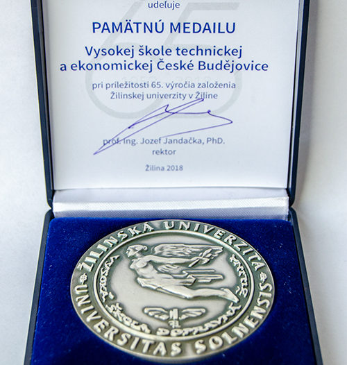VŠTE obdržela medaili za dlouhodobou spolupráci se Žilinskou univerzitou