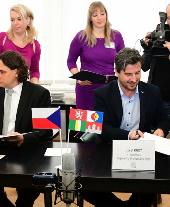 Jihočeský kraj, Vysokou školu technickou a ekonomickou, město Tábor a Czech Smart City Cluster spojilo zavádění nových technologií