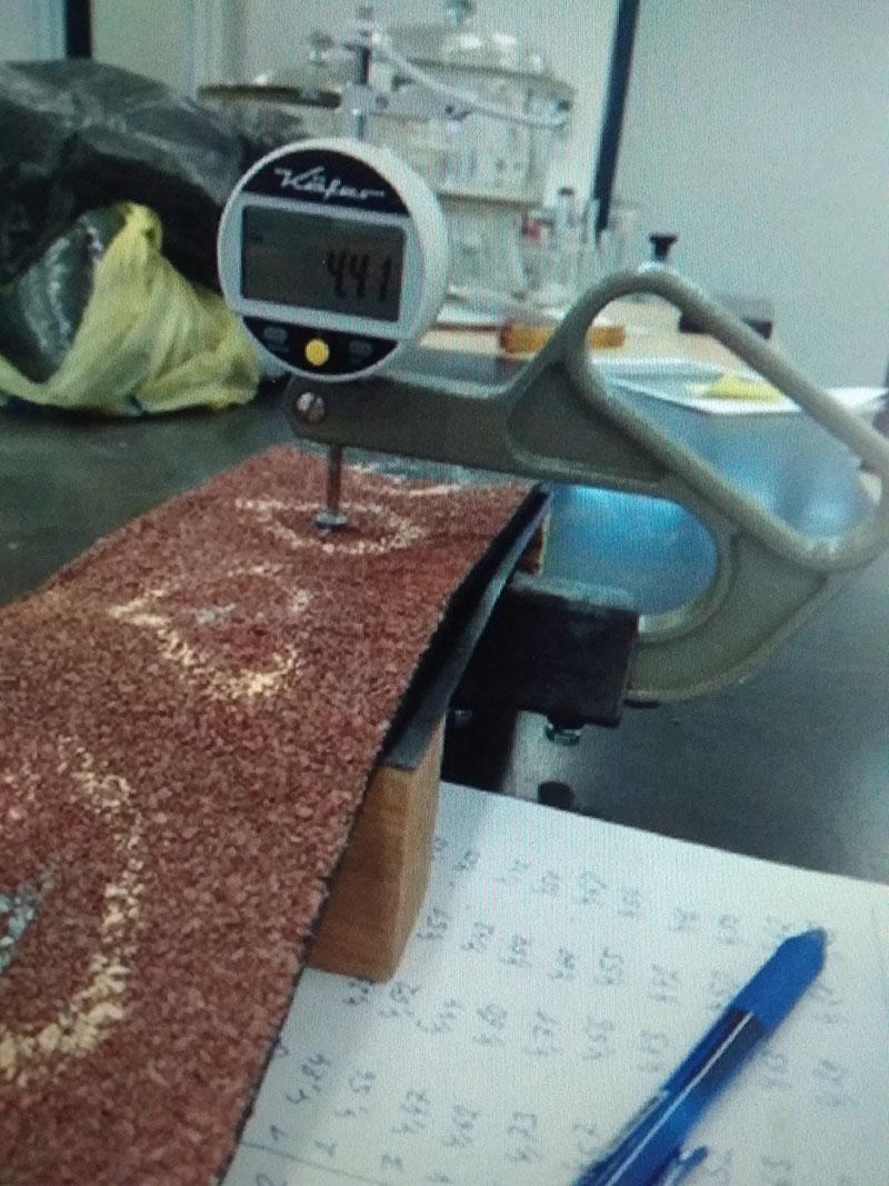 Měření tloušťky asfaltových pásů