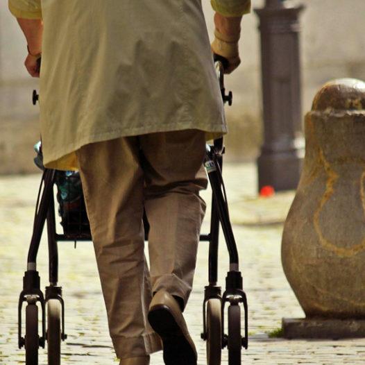 Projekt VŠTE myslí na seniory ve městech. Řeší jak zlepšit dopravu i dostupnost důležitých míst a aktivit