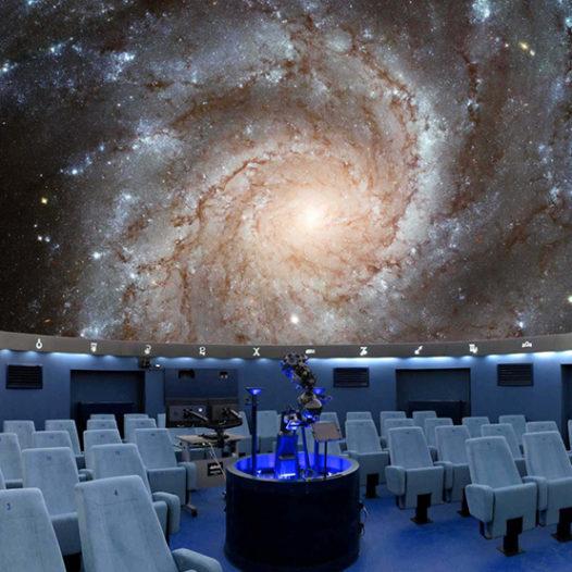 Noc vědců v Českých Budějovicích: experimenty s časem, virtuální realita i dinosauři